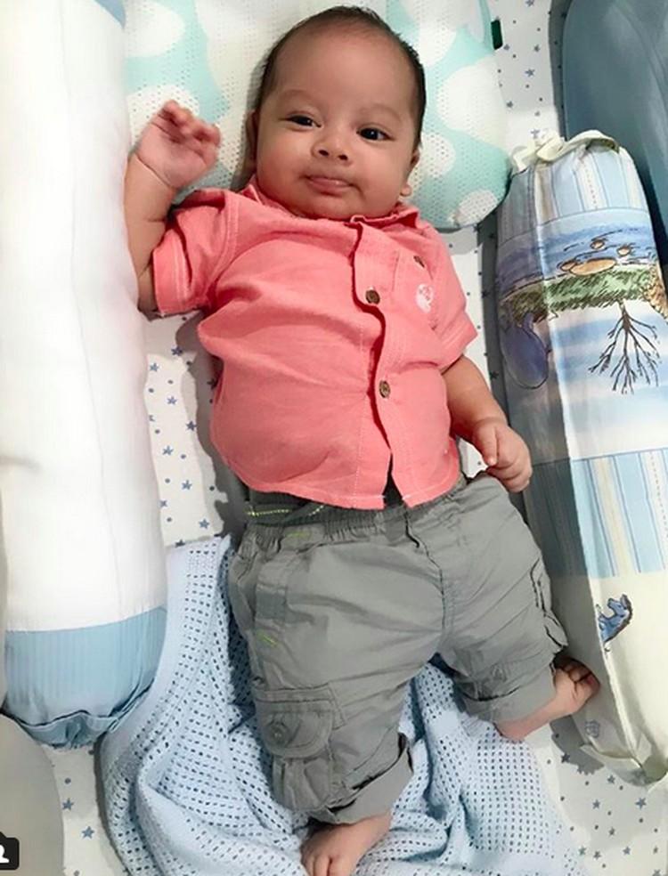 Baby Yoda punya nama lengkap Satriyo Daniswara Broto Asmoro. Dia lahir di tangga; 24 Maret 2018. (Foto: Instagram/ @reisabrotoasmoro)