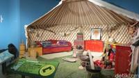 Inilah Yurt, rumah adat khas Mongolia. Seperti inilah rumah suku yang aslinya nomaden di padang rumput (Fitraya/detikTravel)