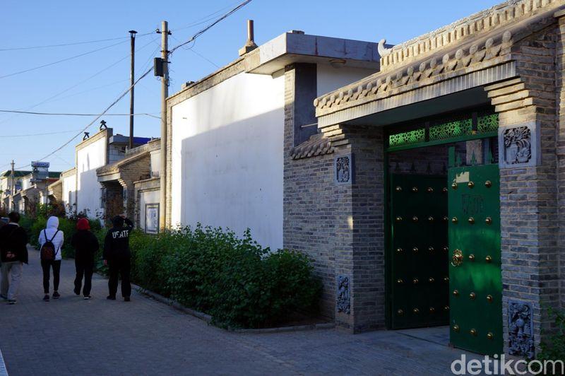 Inilah Wuzhong Muslim New Village, perkampungan muslim Suku Hui yang diresmikan Pemerintah China di tahun 2007. Pemukiman ini jadi destinasi wisata halal untuk dikunjungi di Wuzhong, Provinsi Ningxia. (Wahyu/detikTravel)