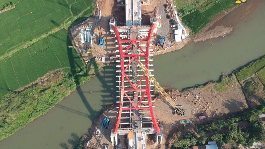 Girder Jembatan Kali Kuto Ambruk, Waskita: Kami Mohon Maaf