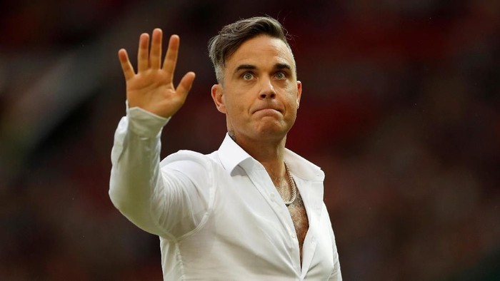 FILE PHOTO: Soccer Football - Soccer Aid 2018 - England v Soccer Aid World XI - Old Trafford, Manchester, Britain - June 10, 2018   Robbie Williams before the match   Action Images via Reuters/Andrew Boyers -/File Photo