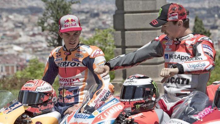 Marc Marquez dan Jorge Lorenzo akan jadi rekan setim di Repsol Honda pada musim depan (Foto: Mirco Lazzari gp/Getty Images)