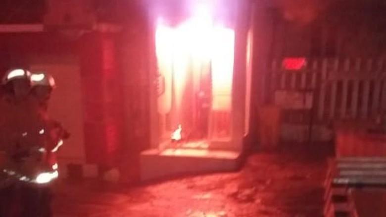 Diduga Korsleting, ATM di Areal SPBU Ini Terbakar