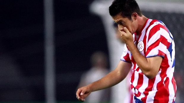 Carlos Gammara mencetak gol bunuh diri sekaligus membuat Paraguay kalah 0-1 dari Inggris.