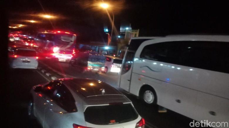 Jalur Nagreg Macet Parah, Kendaraan Nyaris Tak Bergerak