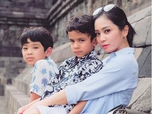 Intip Keseruan Liburan Bunga Zainal di Yogyakarta