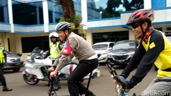 Irjen Royke Lumowa jadi perbincangan saat menaklukkan Tanjakan Kali Kenteng di Tol Fungsional Salatiga-Kartasura. Ia melakukannya dengan seli, sepeda lipat.