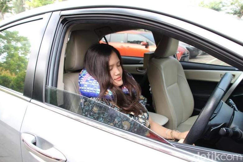 Pengemudi tidur di dalam mobil. Foto: Auto2000