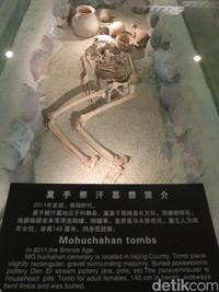 Peradaban purba sudah ada di tempat ini sejak sebelum ada Jalur Sutra. Kita bisa melihat kerangka dari kuburan di Mohuchahan dari Zaman Perunggu (Fitraya/detikTravel)