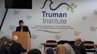 Meski mendapatkan banyak kecaman, Yahya tetap melanjutkan rangkaian acara di Israel. Dia menghadiri diskusi di The Truman Institute di Israel pada Rabu (13/6). (Facebook Truman Institute)