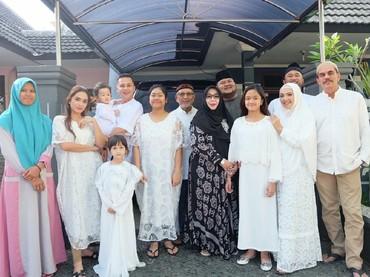 Personel lengkap keluarga Andhika Pratama dan Ussy nih, Bun. (Foto: Instagram/ussypratama)