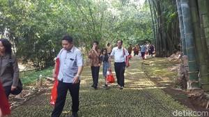 Warga Dapat Sembako Usai Hadiri Open House Jokowi