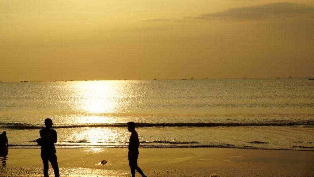 Senja Romantis di Pantai Cantiknya Geopark Ciletuh