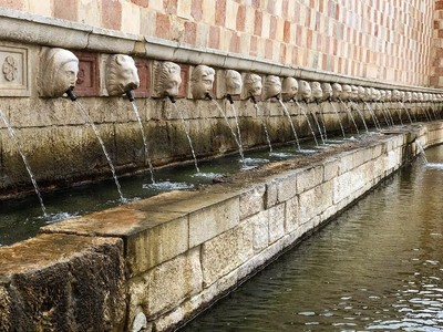 Air Mancur dan 99 Batu Wajah Misterus di Italia