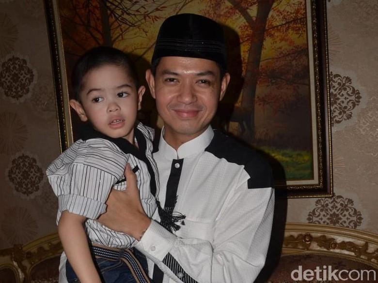 Libur Lebaran, Dude Harlino Ajak Keluarga ke Bogor