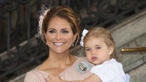 Aksi Kocak Putri Leonore dari Swedia di Acara Pembaptisan Adiknya