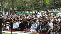 Momen Jokowi Salat Id dan Salami Warga di Bogor