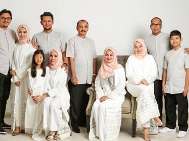 Keluarga lengkap Bella dan Engku Amran juga mengucapkan selamat Lebaran untuk kita semua. (Foto: Instagram/laudyacynthiabella)
