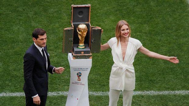 Wadah Piala Dunia buatan Louis Vuitton.