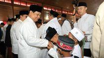 Foto: Suasana Prabowo Lebaran Bareng Warga di Hambalang