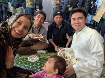 Begini merayakan Lebaran ala keluarga Acha Septriasa. (Foto: Instagram/septriasaacha)