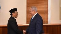 Gus Yahya masih melanjutkan rangkaian pertemuannya. Pada Kamis (14/6/2018), Gus Yahya bertemu dengan PM Israel Benjamin Netanyahu. Pertemuan itu diunggah Netanyahu di media sosial (Twitter Benjamin Netanyahu)