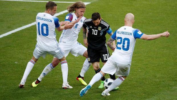 Lionel Messi tidak mampu bermain dengan nyaman saat Argentina ditahan imbang Islandia.