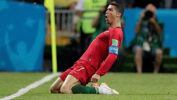 Cristiano Ronaldo mencetak hattrick ke gawang Spanyol.