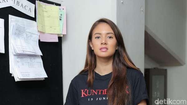 Aurelie Moeremans Lantunkan Tembang Jawa di Kuntilanak