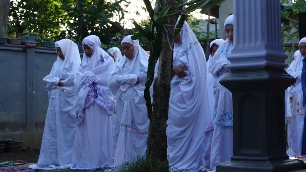 Momen Jemaah Aboge Salat Idul Fitri Hari Ini