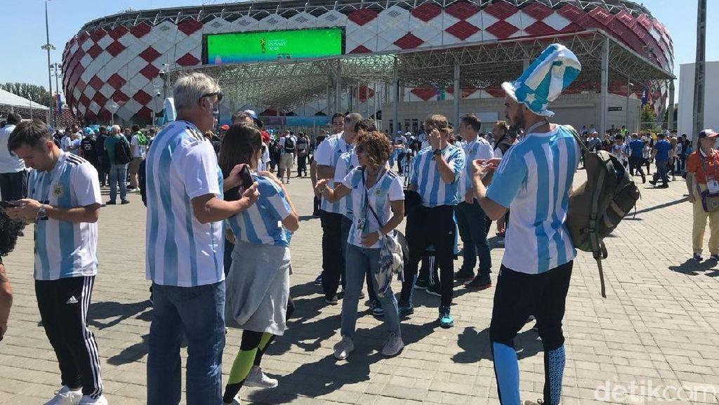Spartak Stadium yang Merah Kini Membiru