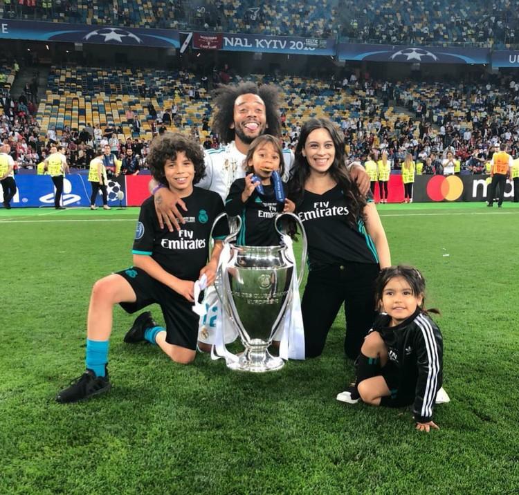 Ini dia keluarga Marcelo Vieira, pesepakbola asal Brasil bersama dengan anak salah satu rekannya. (Foto: Instagram/ marceotwelve)