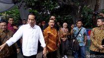 Mudik ke Solo, Presiden Jokowi Bagi-bagi Sembako