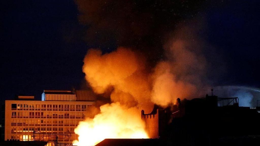 Kebakaran Landa Sekolah Seni Ternama di Glasgow