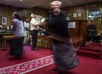 Tradisi Ibadat Pegang Ular di AS, Bertahan Meski Makan Korban