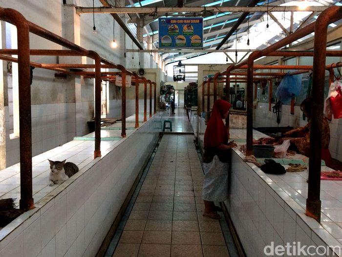 Dipantau detikFinance, di Pasar Gondangdia, Jakarta Pusat terdapat beberapa komoditas yang mengalami kenaikan dan sebagian lainnya mengalami penurunan.