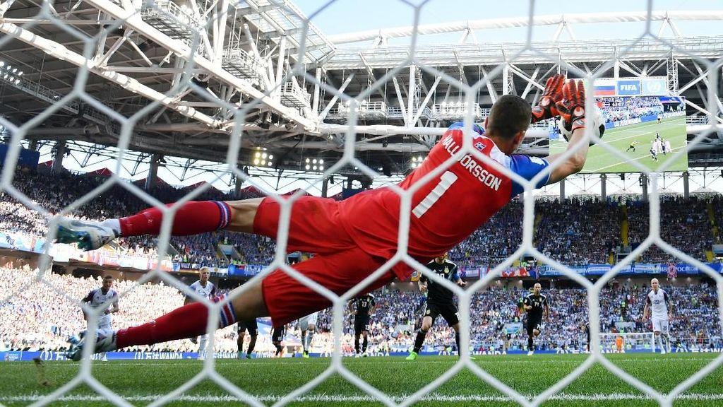 Deretan Kiper Penghenti Eksekusi Penalti Messi