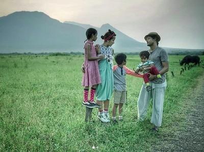 Mengintip Kompaknya Keluarga Widi Mulia dan Dwi Sasono