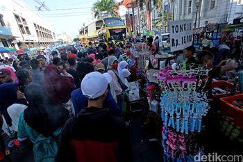 PKL Penuhi Pedestrian di Kota Tua, Pejalan Kaki Baper