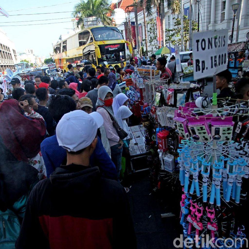 PKL Padati Kota Tua, Sandi : Gulanya Disitu