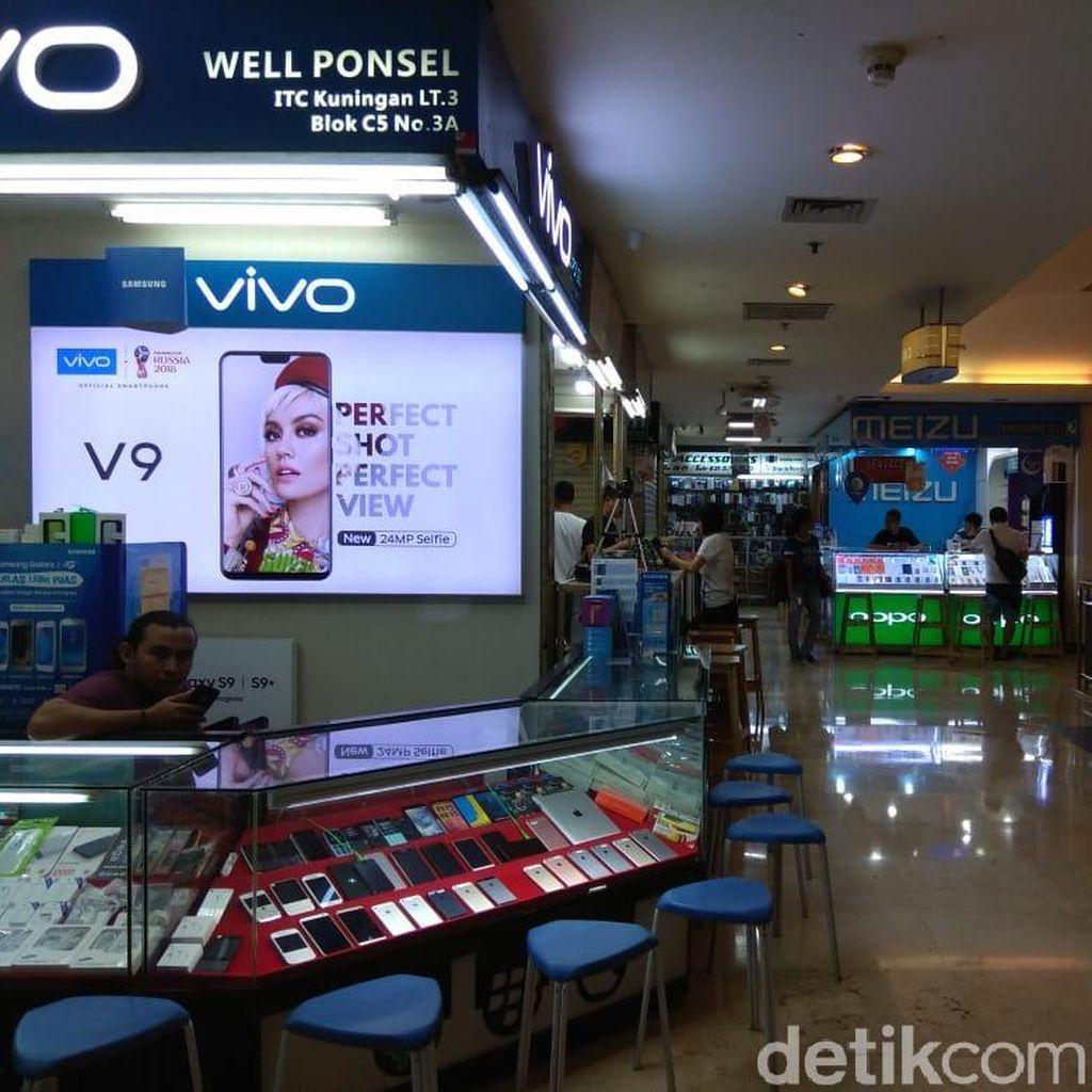 Merosotnya Penjualan Ponsel di Toko Offline