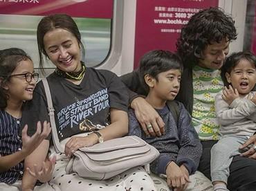 Adem banget deh melihat kebersamaan keluarga yang satu ini. (Foto: Instagram/ @widimulia)