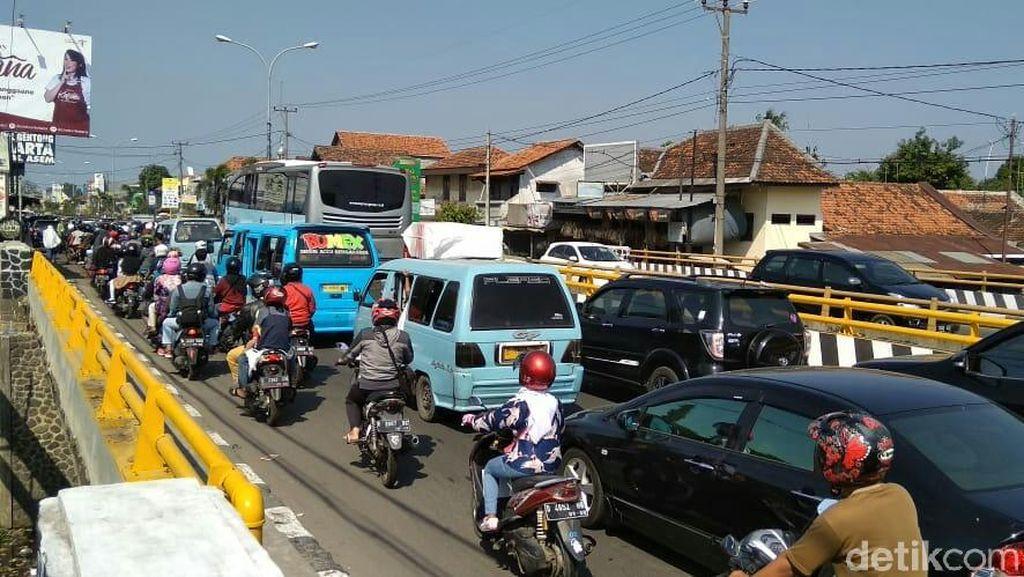 Wisatawan Membeludak, Jalur Kawasan Kuliner Cirebon Tersendat