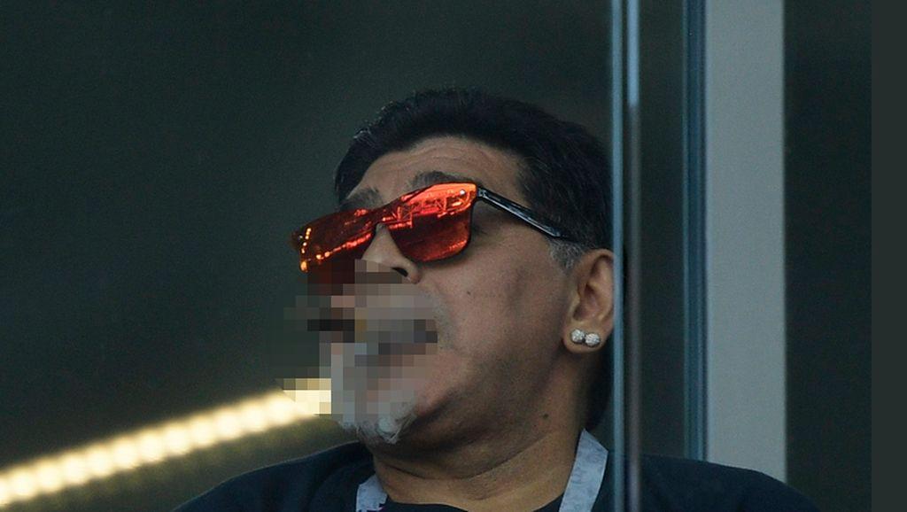 Maradona Ketahuan Merokok, Ini Waktu Maksimal Perokok Bisa Tahan Tidak Ngebul