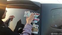 Ada Bagi-bagi Stiker Thank You Mr Jokowi di Karanganyar