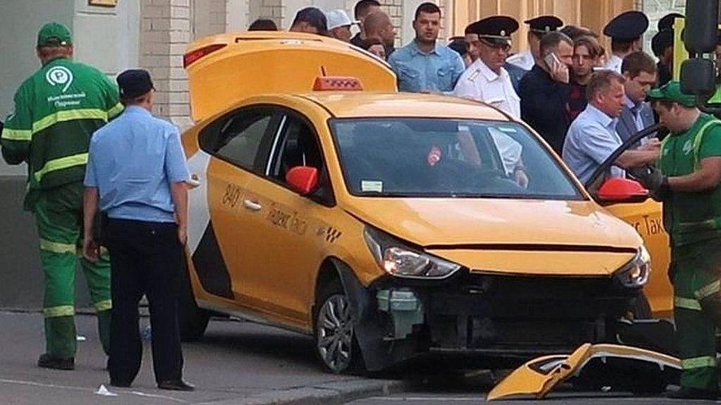 Taksi Tabrak Kerumunan Orang di Moskow, Fans Timnas Meksiko Terluka