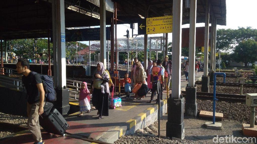 H+2 Lebaran, Penumpang Kereta Keberangkatan Cirebon Melonjak