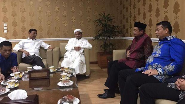 Pertemuan Rizieq, Bahtiar Nasir dan Kapitra dengan Menko Polhukam Wiranto