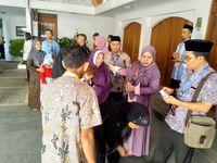 Warga hadiri open house di rumah Wapres JK di Makassar