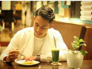 Ini Pose Keren Pesepak Bola Ryuji Utomo Bersama Makanan